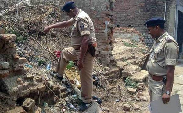 Cặp đôi Ấn Độ bị ném đá đến chết vì cô gái cả gan kết hôn người không cùng đẳng cấp-1
