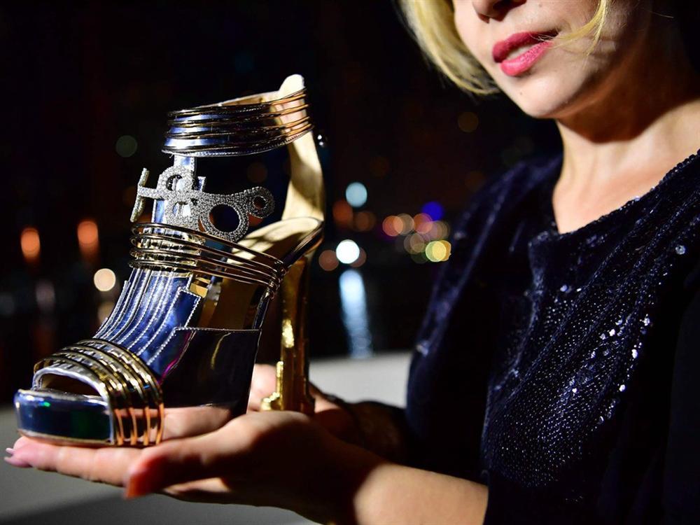 Những đôi giày đính kim cương, dát vàng có giá tới 20 triệu USD-1
