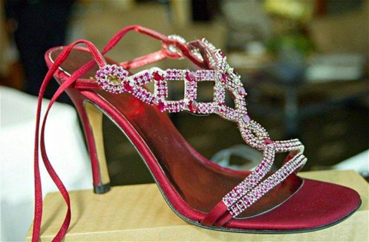 Những đôi giày đính kim cương, dát vàng có giá tới 20 triệu USD-8