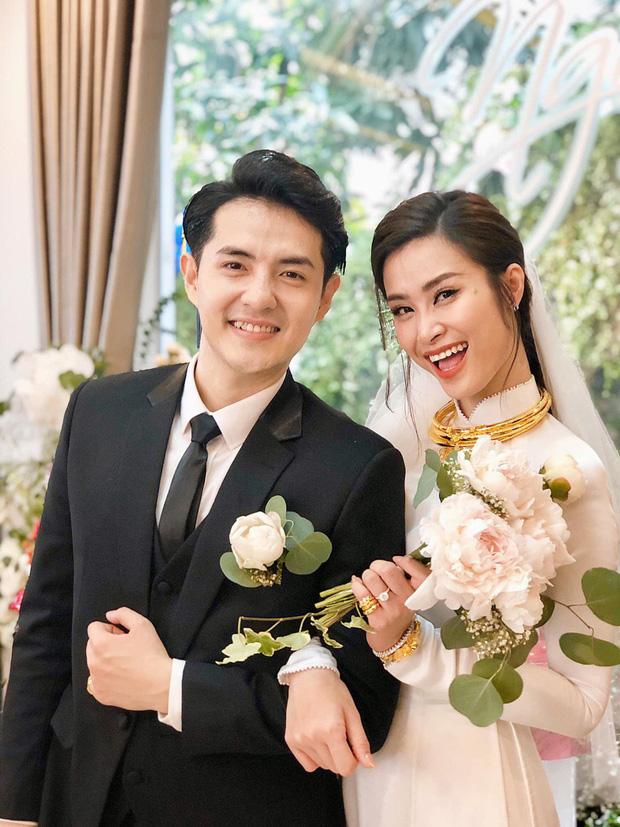 """Loá mắt"""" với sính lễ toàn vàng ròng, đô la Đông Nhi được bố mẹ và nhà Ông Cao Thắng tặng trong lễ rước dâu-2"""