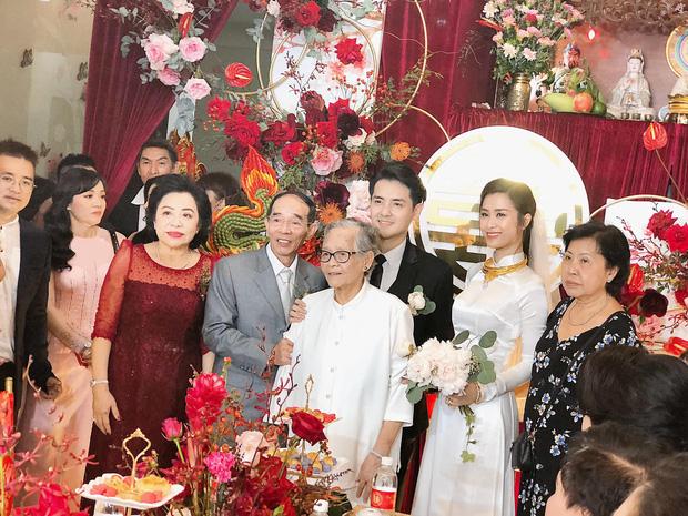 """Loá mắt"""" với sính lễ toàn vàng ròng, đô la Đông Nhi được bố mẹ và nhà Ông Cao Thắng tặng trong lễ rước dâu-3"""