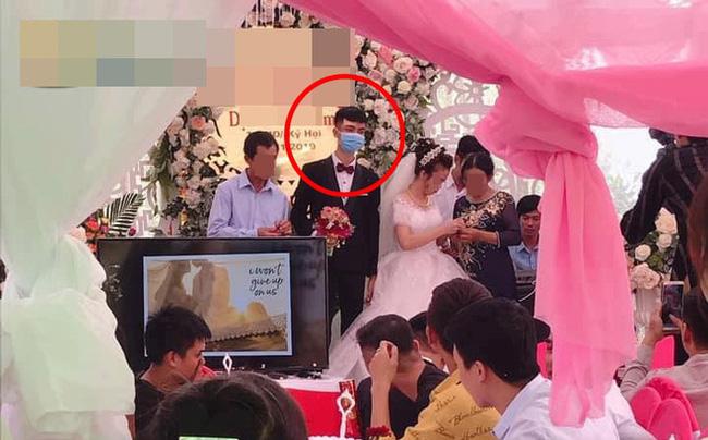 Đám cưới gây xôn xao MXH: Chú rể mang khẩu trang lên làm lễ, nhưng nét mặt anh chàng mới thật sự khó hiểu-1