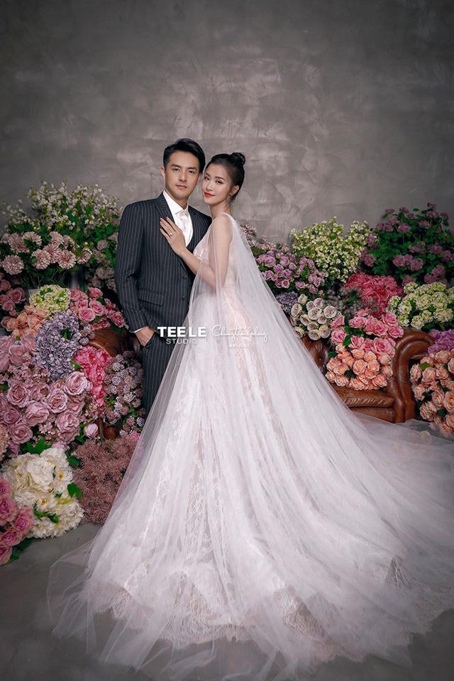 2 mẫu váy cưới chính thức của Đông Nhi vừa được hé lộ: Thiết kế lộng lẫy đẹp tuyệt trần lấy cảm hứng từ công nương Hoàng gia-4