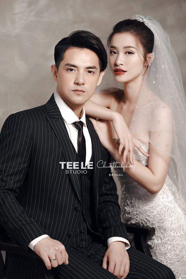 2 mẫu váy cưới chính thức của Đông Nhi vừa được hé lộ: Thiết kế lộng lẫy đẹp tuyệt trần lấy cảm hứng từ công nương Hoàng gia-5
