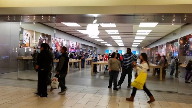 Nhân viên Apple Store bị đuổi vì ăn cắp ảnh trong điện thoại khách-1