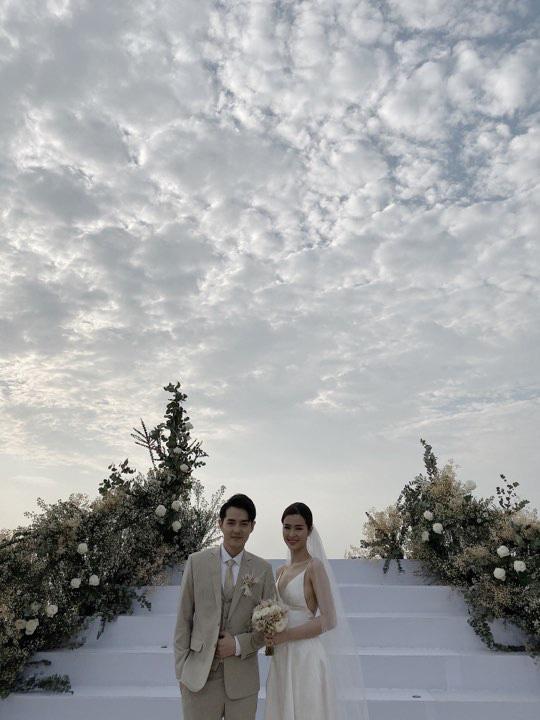 Đám cưới Đông Nhi và Ông Cao Thắng:  Chú rể xúc động nói Cảm ơn em đã dành hết Thanh Xuân của mình cho anh... Anh Yêu Em...-33