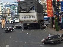 Tài xế xe tải lùa 6 xe máy đang dừng đèn đỏ khiến nhiều người lớn, trẻ em nhập viện cấp cứu