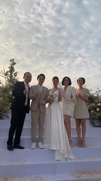 Đám cưới Đông Nhi và Ông Cao Thắng:  Chú rể xúc động nói Cảm ơn em đã dành hết Thanh Xuân của mình cho anh... Anh Yêu Em...-17