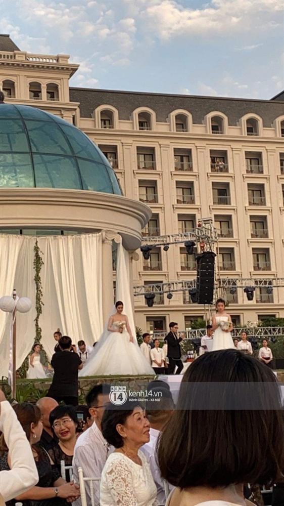 Giây phút xúc động nhất hôn lễ: Ông Cao Thắng và Đông Nhi rơi nước mắt trên lễ đường, khoảnh khắc được mong chờ nhất cũng đã đến!-5