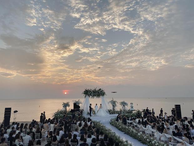 Giây phút xúc động nhất hôn lễ: Ông Cao Thắng và Đông Nhi rơi nước mắt trên lễ đường, khoảnh khắc được mong chờ nhất cũng đã đến!-6
