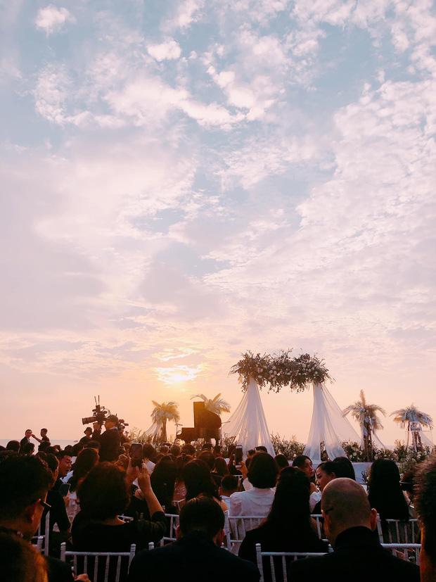 Giây phút xúc động nhất hôn lễ: Ông Cao Thắng và Đông Nhi rơi nước mắt trên lễ đường, khoảnh khắc được mong chờ nhất cũng đã đến!-7