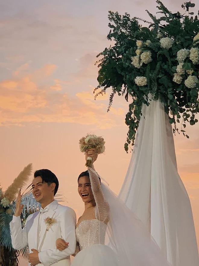 Đám cưới Đông Nhi và Ông Cao Thắng:  Chú rể xúc động nói Cảm ơn em đã dành hết Thanh Xuân của mình cho anh... Anh Yêu Em...-4