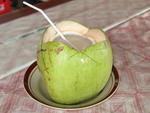 Nước dừa có giá 20.000 đồng/lít, ngày bán 500 chai: Nguồn gốc ở đâu?-6