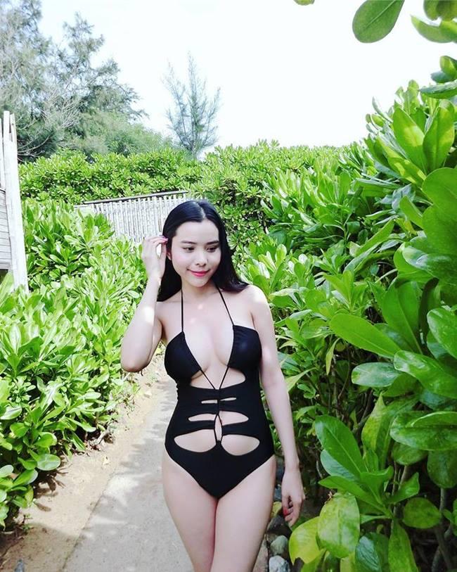 Hoa hậu, á hậu không sợ tai tiếng với đồ bơi cắt xẻ cực hiểm-1