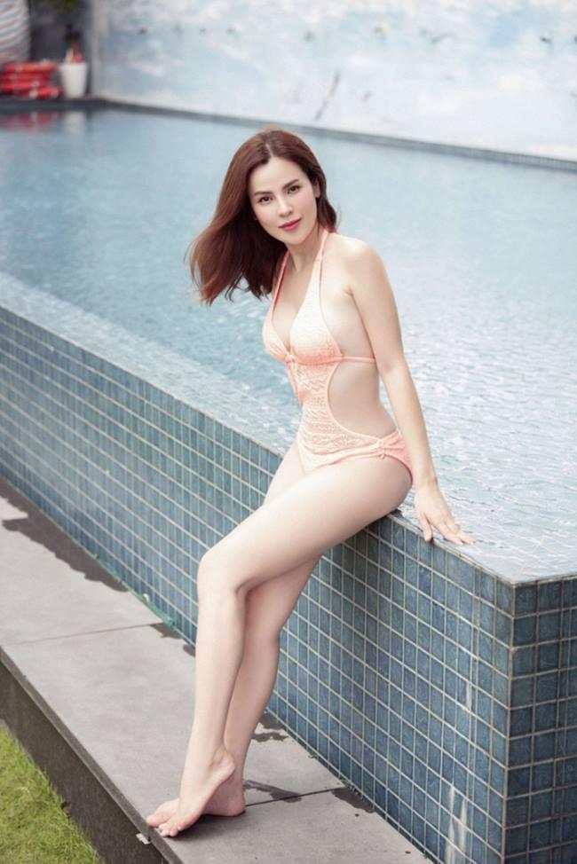 Hoa hậu, á hậu không sợ tai tiếng với đồ bơi cắt xẻ cực hiểm-5