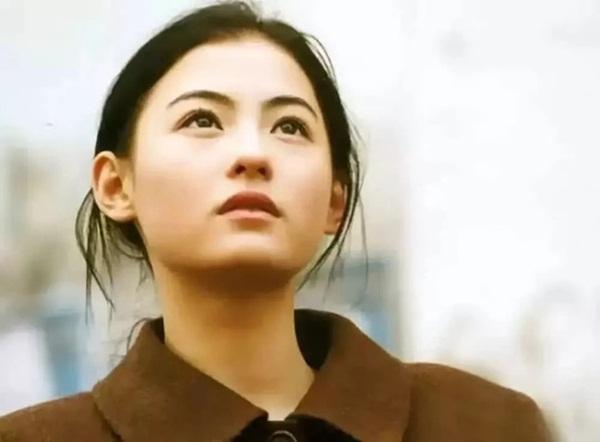 Nhan sắc hoa nhường nguyệt thẹn của Trương Bá Chi ở tuổi 20, thế mới thấy Tạ Đình Phong đã bỏ lỡ điều gì-1