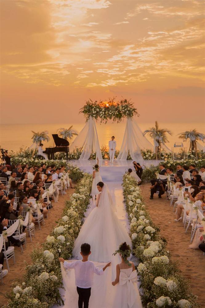 Sự thật ẩn sau chiếc khăn voan của Đông Nhi là quãng đường tình cảm suốt 10 năm qua của cặp đôi trời định-2