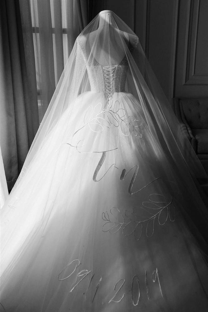 Sự thật ẩn sau chiếc khăn voan của Đông Nhi là quãng đường tình cảm suốt 10 năm qua của cặp đôi trời định-9