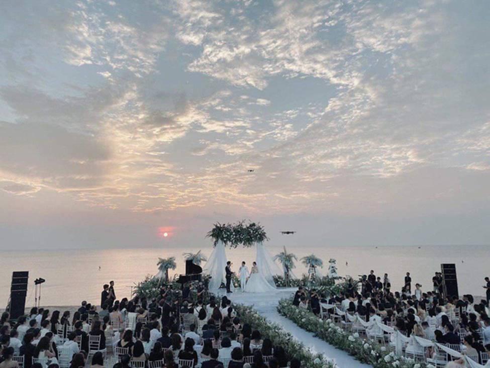 Sự thật ẩn sau chiếc khăn voan của Đông Nhi là quãng đường tình cảm suốt 10 năm qua của cặp đôi trời định-11