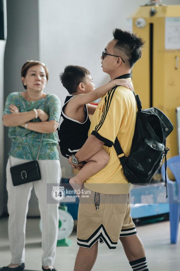 Dàn sao Vbiz đổ bộ sân bay rời Phú Quốc: Người thấm mệt, người vẫn tươi rói sau đêm quẩy nhiệt tại đám cưới Đông Nhi-10