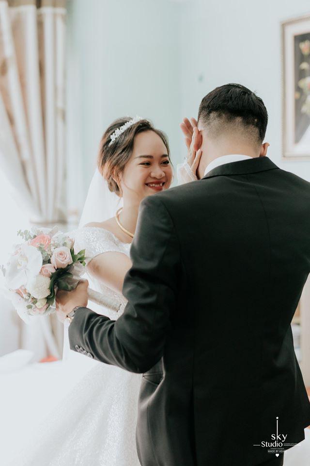 Lấy được vợ, chú rể khóc suốt 15 phút, mẹ cô dâu giây trước cười giây sau thái độ khác hẳn-2