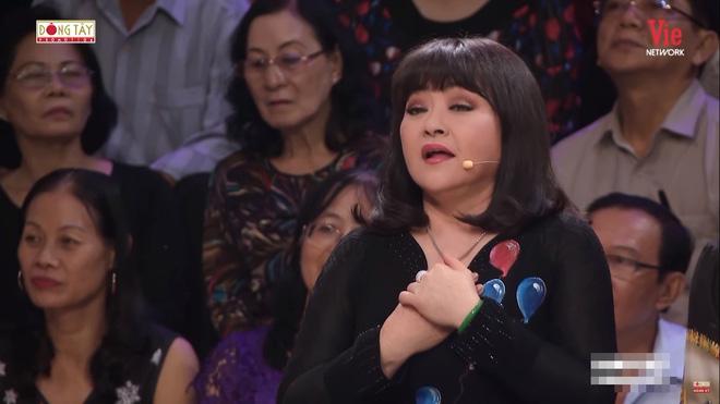 Quyền Linh khóc, kể về người bố thứ hai và cảnh quay ôm hoa hậu Hương Giang chết bên suối-2