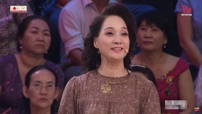 Quyền Linh khóc, kể về người bố thứ hai và cảnh quay ôm hoa hậu Hương Giang chết bên suối-4