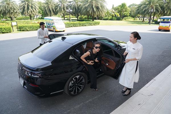 Ngô Thanh Vân đi xe VinFast dự đám cưới Đông Nhi-4