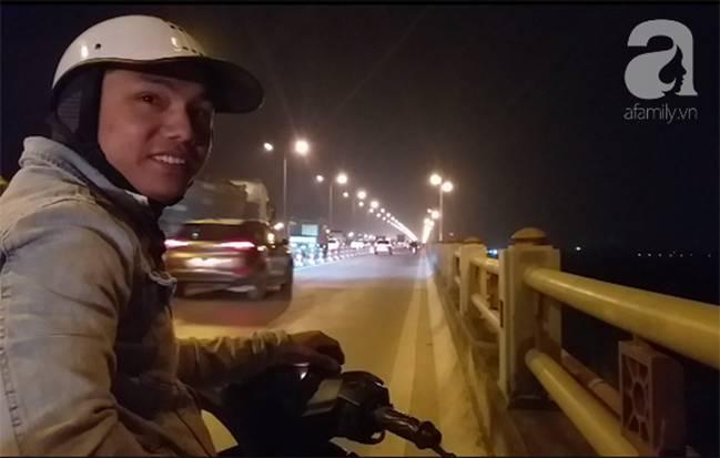 """Sự thật về người phụ nữ suốt nhiều năm dắt con đi nhờ xe"""" trên cầu Thanh Trì: Đứa bé đã lớn nhưng vẫn ngày ngày lang thang cùng mẹ, không được đến trường-1"""
