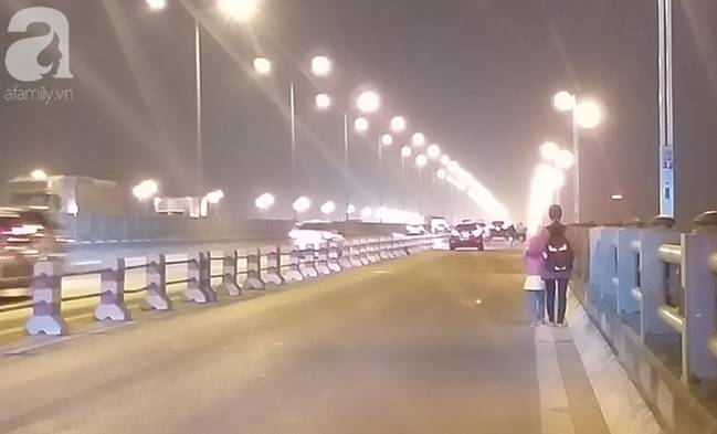"""Sự thật về người phụ nữ suốt nhiều năm dắt con đi nhờ xe"""" trên cầu Thanh Trì: Đứa bé đã lớn nhưng vẫn ngày ngày lang thang cùng mẹ, không được đến trường-9"""
