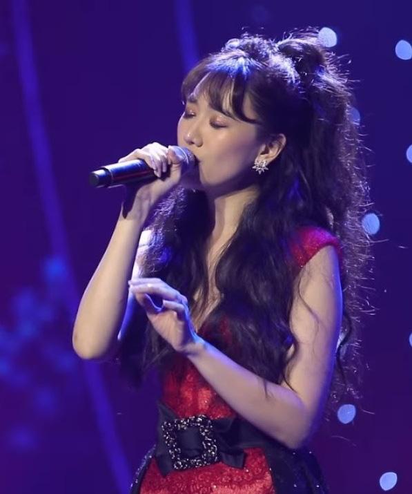 Hari Won gặp tai nạn nàng nào cũng dễ gặp phải khi đánh son, nhìn đến thương nhưng khó mà nhịn cười-4