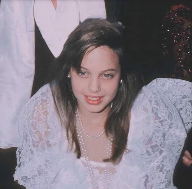 Vẻ đẹp như búp bê của Angelina Jolie năm 11 tuổi-1