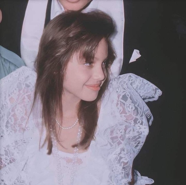 Vẻ đẹp như búp bê của Angelina Jolie năm 11 tuổi-6