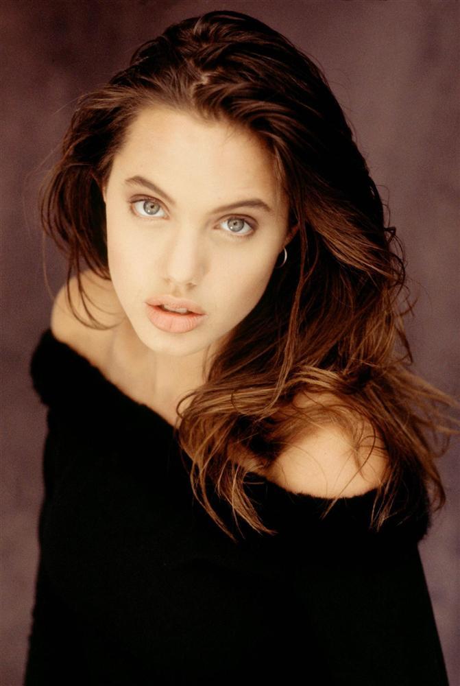 Vẻ đẹp như búp bê của Angelina Jolie năm 11 tuổi-7