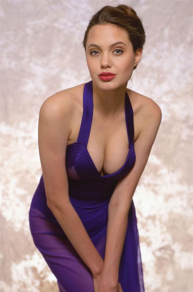 Vẻ đẹp như búp bê của Angelina Jolie năm 11 tuổi-12
