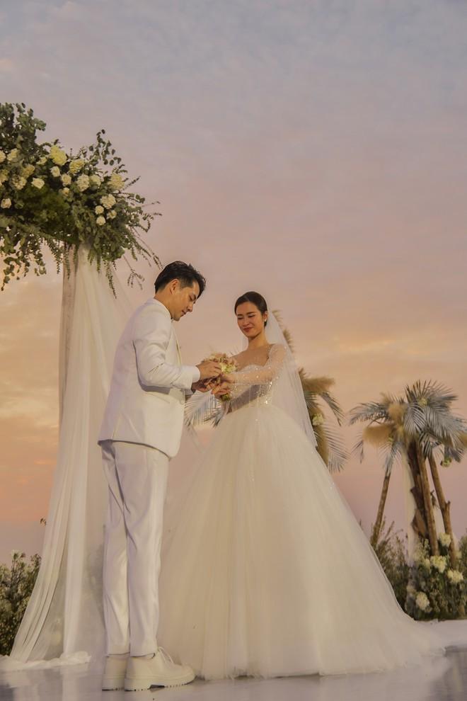 Ông Cao Thắng đi giày độn cao trong lễ cưới với Đông Nhi-1