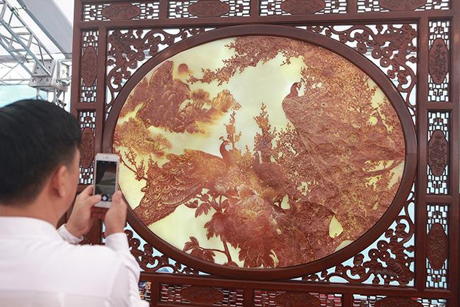 Bức tranh nặng cả tấn, giá vài tỷ khiến ai cũng choáng-12