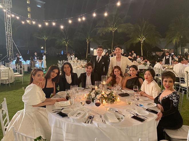 Suốt 2 năm không dự tiệc cưới đồng nghiệp, vì sao Việt Hương lại tới Phú Quốc chúc mừng Đông Nhi?-3
