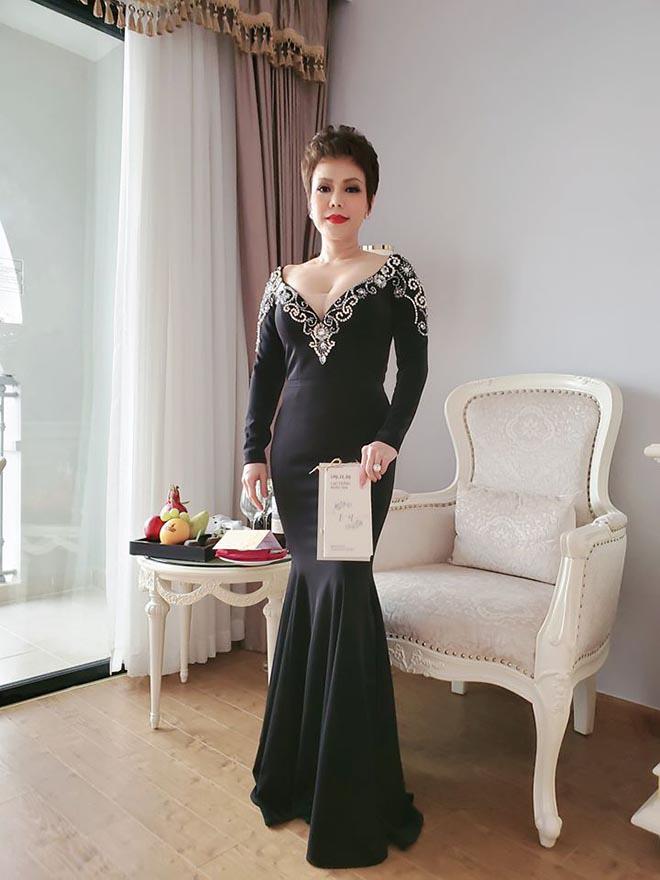 Suốt 2 năm không dự tiệc cưới đồng nghiệp, vì sao Việt Hương lại tới Phú Quốc chúc mừng Đông Nhi?-4