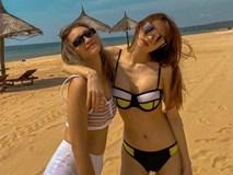 Minh Hằng khoe đường cong khi mặc bikini