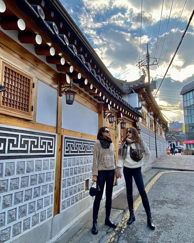 Kỳ Duyên nắm chặt tay Minh Triệu cùng sang Hàn đón sinh nhật tuổi 23-1