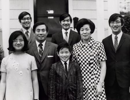Bí quyết nuôi dạy của bà mẹ có 6 người con là Tiến sĩ đại học Harvard và đại học Yale-1