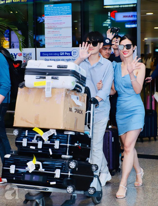 Đông Nhi - Ông Cao Thắng cực thời thượng xuất hiện tại sân bay về TP.HCM, tay trong tay không rời 1 giây-1