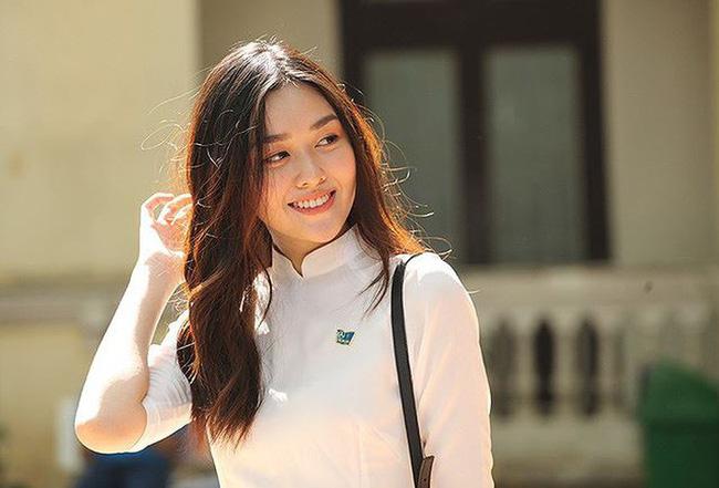Từ hồi là nữ sinh trường PTTH Phan Đình Phùng, Tường San đã vô cùng nổi tiếng với nhan sắc xinh đẹp, nổi bật-6