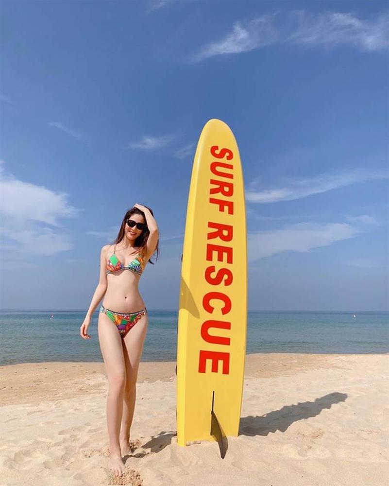 Diễm My 9x 'thiêu đốt' bãi biển Phú Quốc với bikini hai mảnh rực rỡ-2
