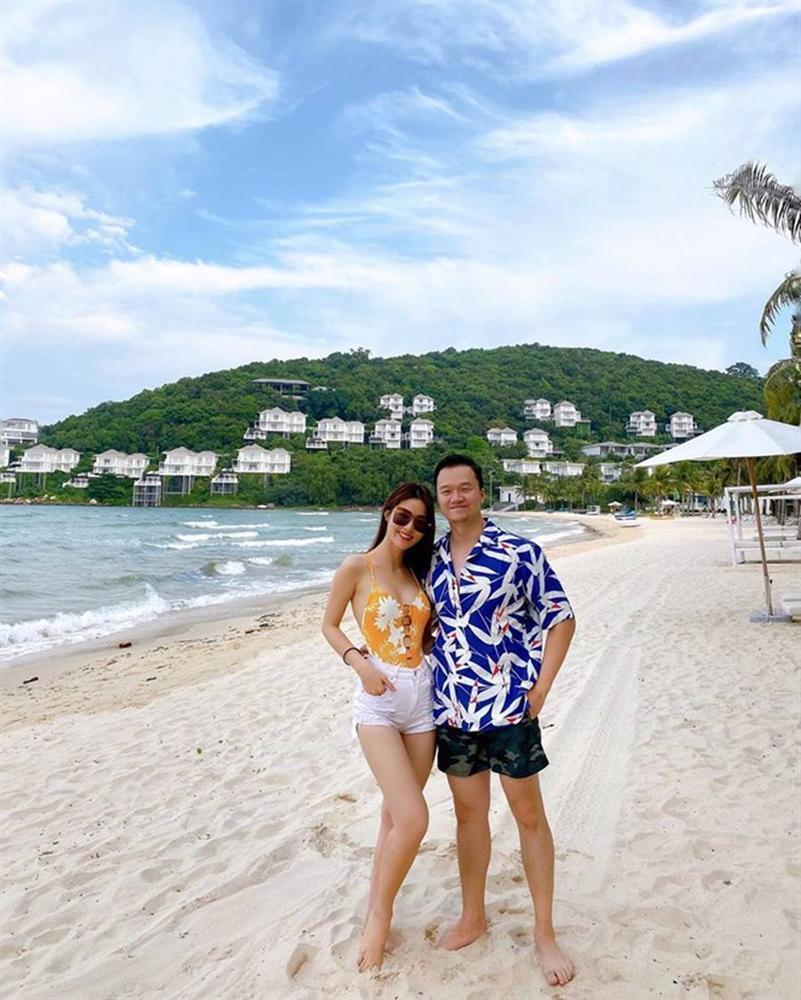 Diễm My 9x 'thiêu đốt' bãi biển Phú Quốc với bikini hai mảnh rực rỡ-5