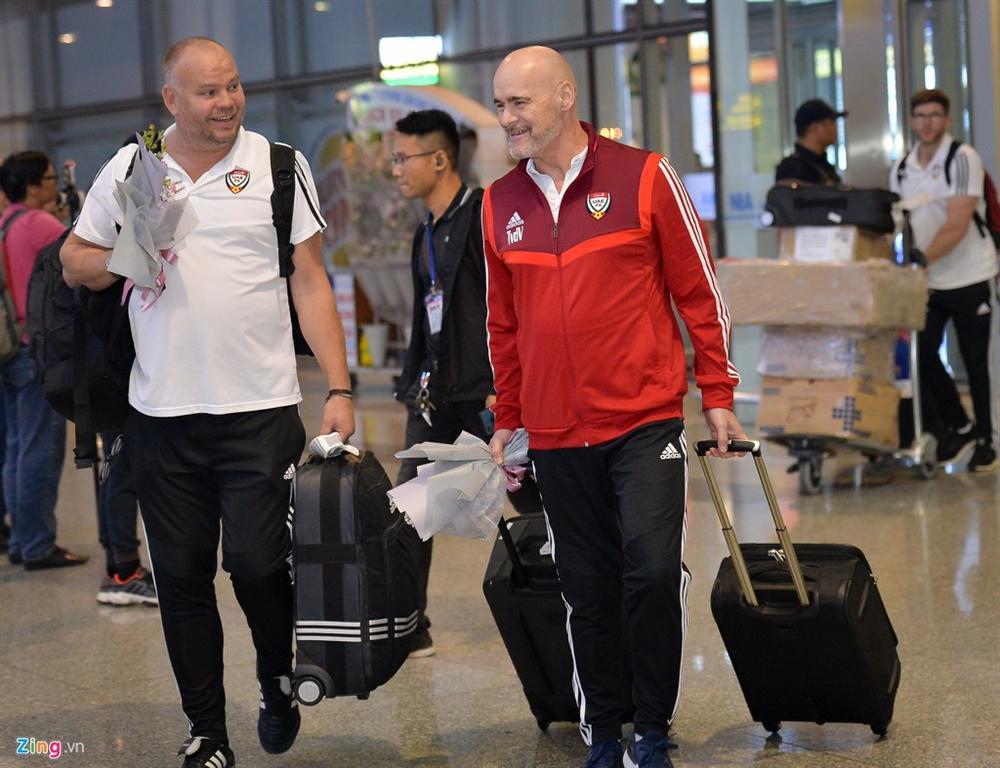 Đội tuyển UAE đi chuyên cơ, tới Việt Nam lúc nửa đêm-1