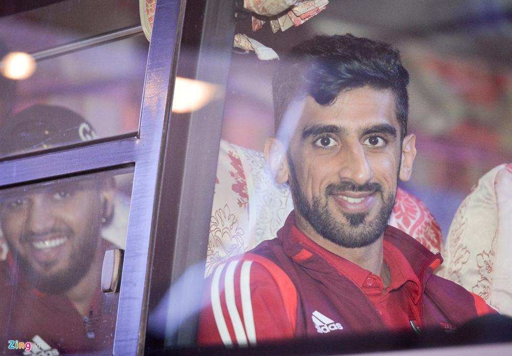 Đội tuyển UAE đi chuyên cơ, tới Việt Nam lúc nửa đêm-4