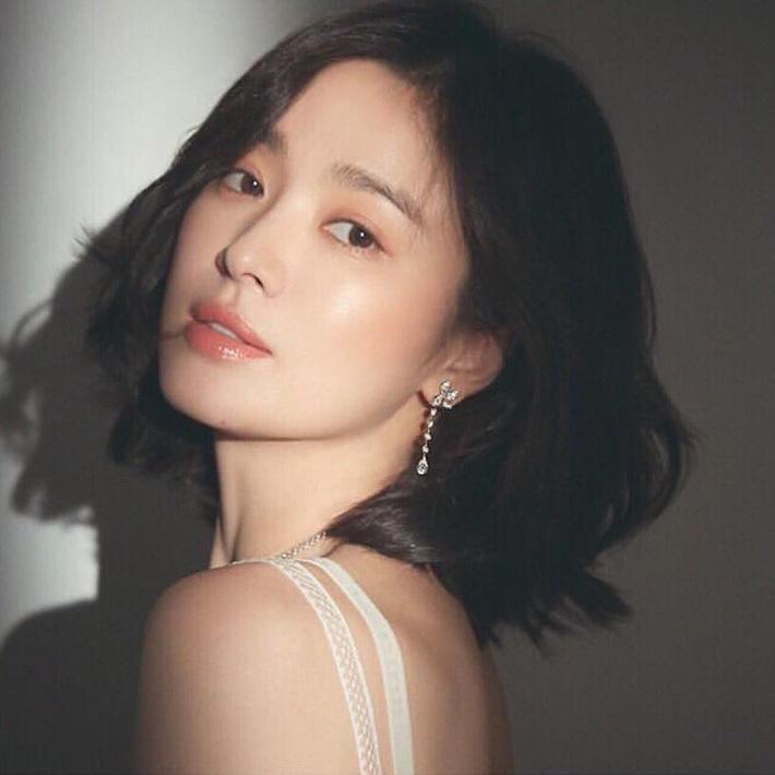 """Loạt bí kíp của Song Hye Kyo giúp các quý cô rút được cả tá"""" chiêu skincare đúng chuẩn-2"""