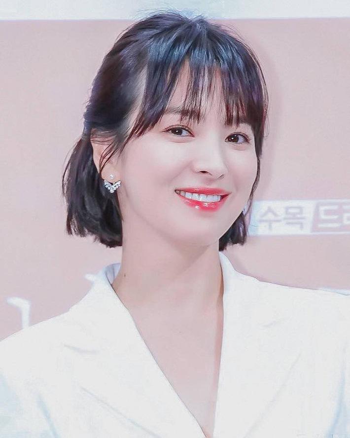 """Loạt bí kíp của Song Hye Kyo giúp các quý cô rút được cả tá"""" chiêu skincare đúng chuẩn-4"""